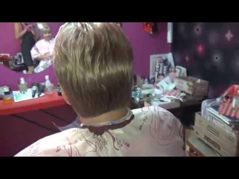 Модный пепельный блонд и короткая женская стрижка